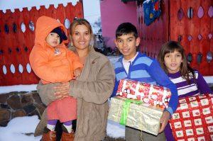 Family receiving a shoebox